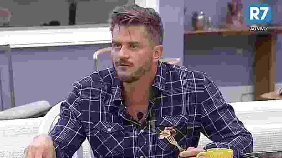 Marcos Harter fala que reality show é uma amostra representativa da sociedade - Reprodução/R7
