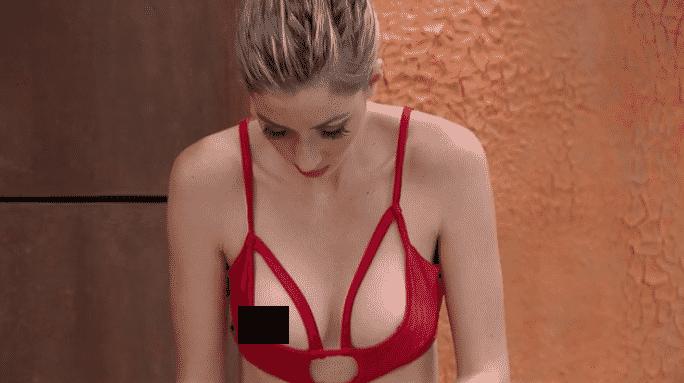 22.jan.2016 - Em sua primeira noite na casa, Fernanda se descuida ao trocar de roupa - Reprodução/Globo