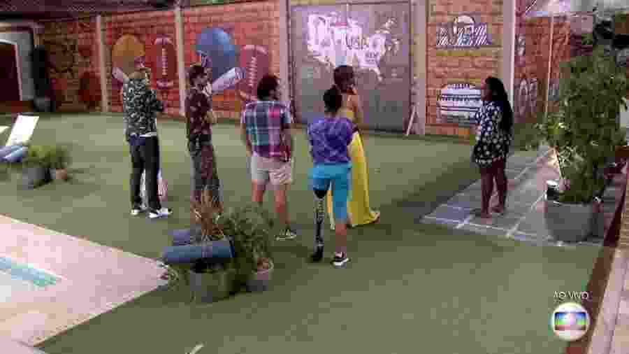 """Brothers são separados por muro em brincadeira no """"BBB17"""" - Reprodução/TV Globo"""