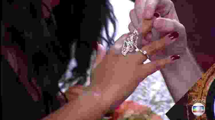 Detalhe anel - Reprodução/TV Globo - Reprodução/TV Globo