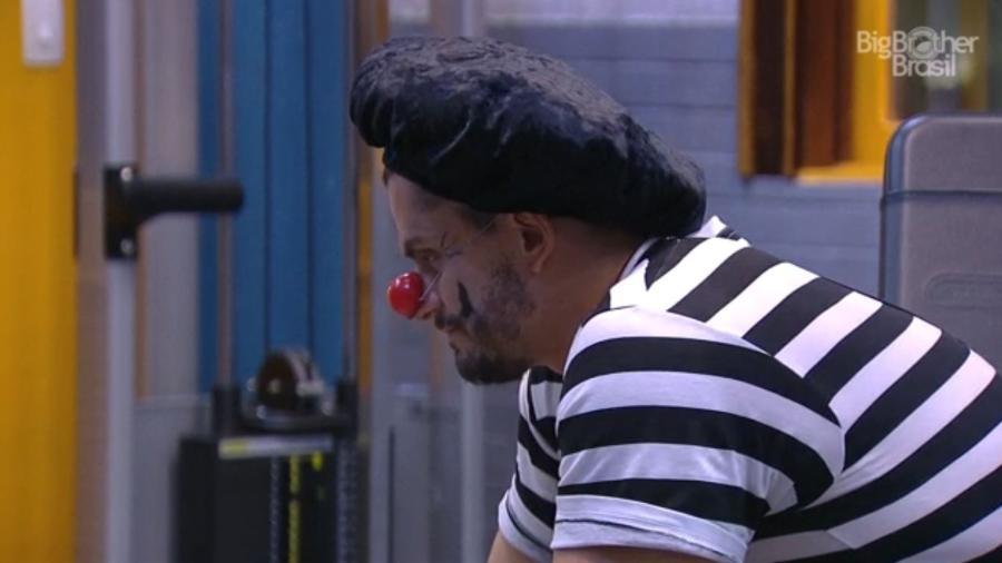 Marcos reclama de Emilly - Do UOL, em São Paulo