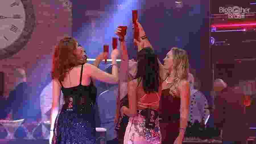 Sister fazem brinde durante festa  - Reprodução/GloboPlay