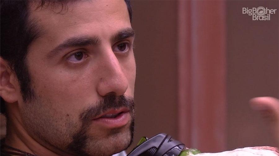 Kayar conversa com Patrícia no quarto submarino - Reprodução/GloboPlay