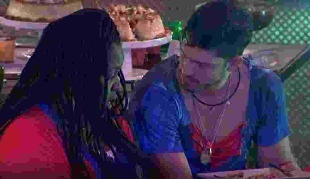 Roberta chora as mágoas com Luiz Felipe depois de briga com Marcos - Reprodução/TVGlobo