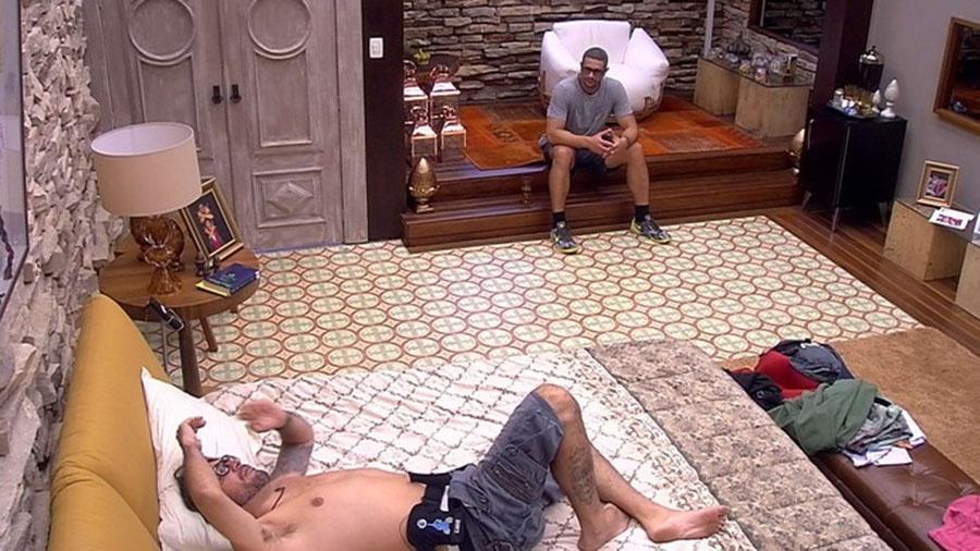 Ilmar revela sua apreensão a Daniel sobre mistérios das pulseiras - Reprodução/TVGlobo