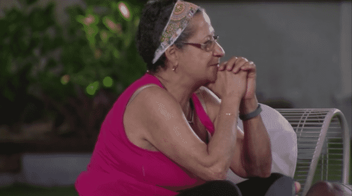 """8.mar.2016 - Geralda tem dúvidas sobre relação com Ana Paula após o """"Big Brother"""" e pergunta a opinião de Ronan e Munik - Reprodução/TV Globo"""