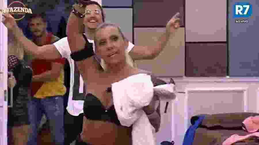 Rita Cadillac comemora permanência na casa - Reprodução/R7