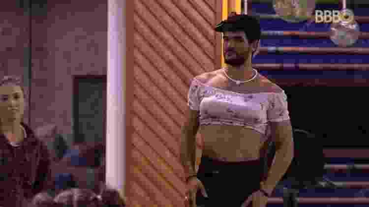 Lucas se veste de mulher - Reprodução/Globoplay - Reprodução/Globoplay