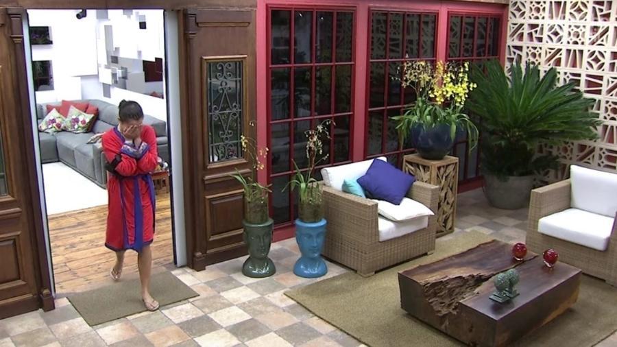 Emilly deixa o confessionário chorando  - Reprodução/TV Globo