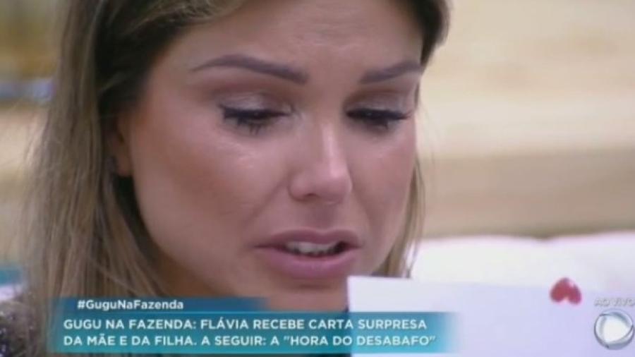 Flávia elogia Matheus e cai nas lágrimas ao ler carta de sua família - Reprodução/R7