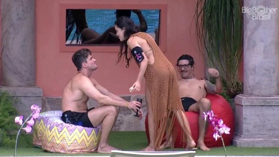 """Brothers desconfiam de presença de Elettra no """"BBB17"""" - Reprodução/ TV Globo"""