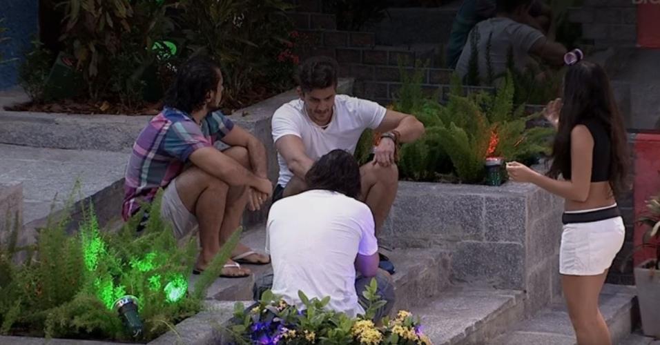 Rômulo, Marcos, Emilly e Ilmar conversam