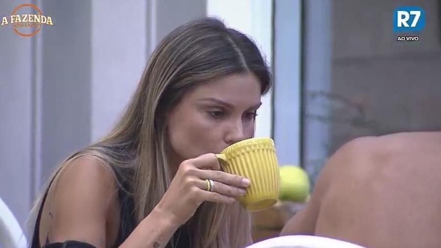 Flávia comenta com Matheus que não desligou o gás - Reprodução/R7