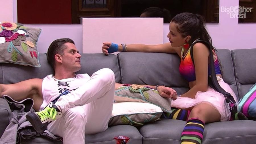 Emilly garantiu a Marcos que ele não irá para a berlinda desta semana - Reprodução/TV Globo