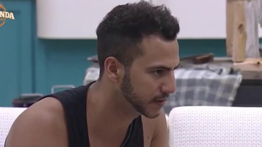 Matheus Lisboa fala para Ana Paula Minerato e Marcelo Ié Ié que eles devem se unir - Reprodução/R7