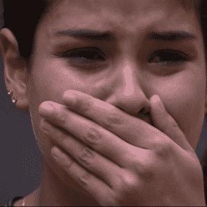 "3.mar.2016 - Munik se emociona ao ver mensagem surpresa da família no ""BBB16"" - undefined"