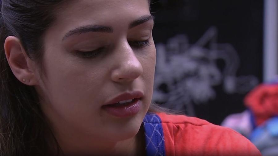 Vivian não confia na aproximação de Emilly - Reprodução/TV Globo