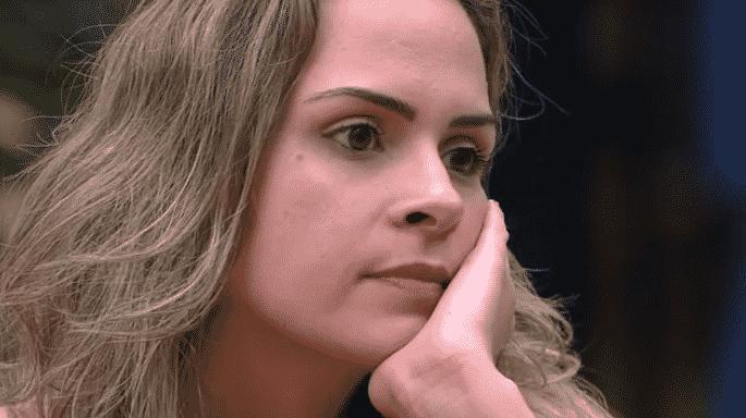 """24.fev.2016 - Após a saída de Juliana do """"BBB16"""", Ana Paula confessa: """"Meu problema nunca foi com ela"""" - Reprodução/TV Globo"""