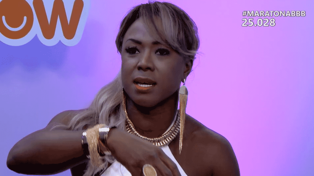 """6.abr.2016 - Adélia diz que convidaria Ana Paula para um churrasco em sua casa. A jornalista recusou o convite: """"Nem se ela pagasse meu cachê de R$ 30 mil"""" - Reprodução/ TV Globo"""