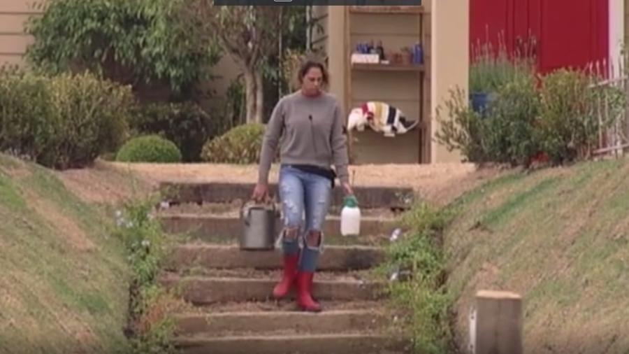Aritana reclamou da tarefa da horta e disse que está sobrecarregada - Reprodução/R7