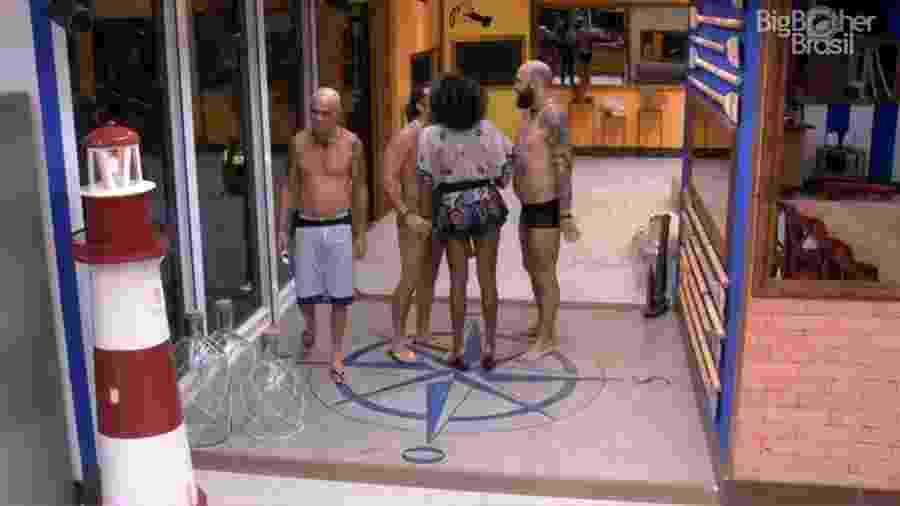 Nayara brinca com os brothers sobre nova punição - Reprodução/GloboPlay