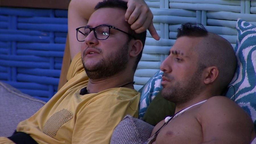 Diego conversa com Kaysar sobre a prova do líder - Reprodução/GloboPlay