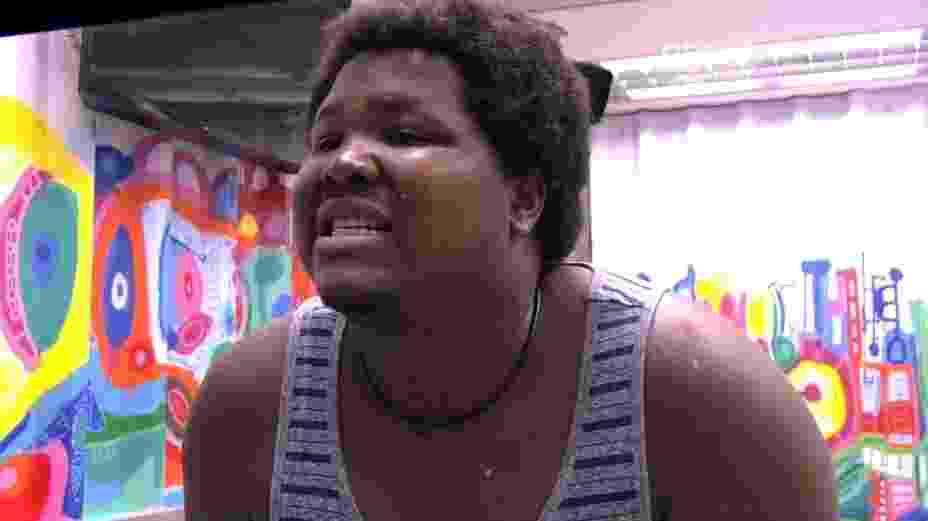 """18.mar.2016 - Ronan pensa em colocar faceta de porcelana, mas lembra de Ana Paula: Vai me zoar"""" - Reprodução/TV Globo"""