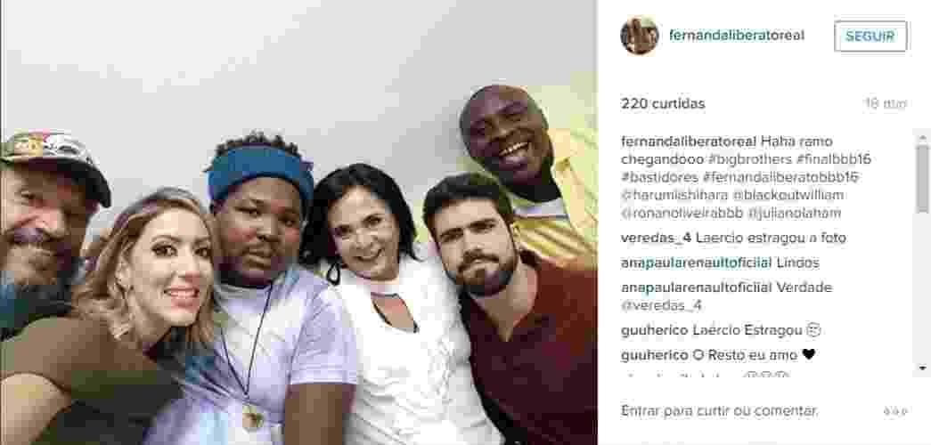 """5.abr.2016 - Laércio, Fernanda, Ronan, Harumi, Juliano Laham e William se reúnem nos Estúdios Globo para a grande final do """"BBB16"""", que será disputada por Munik e Cacau - Reprodução/Instagram/fernandaliberatoreal"""
