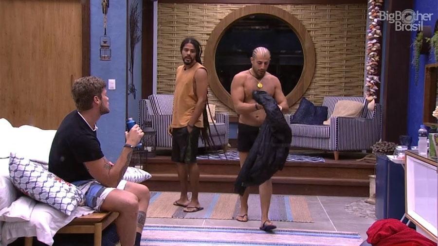 Kaysar conversa com brothers sobre o confinamento - Reprodução/GloboPlay