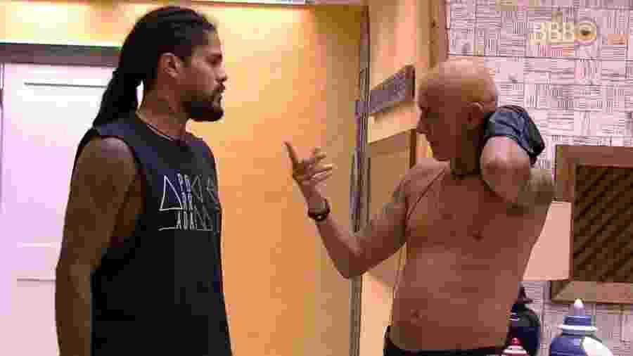 Ayrton e Viegas conversam após formação do paredão - Reprodução/Globoplay