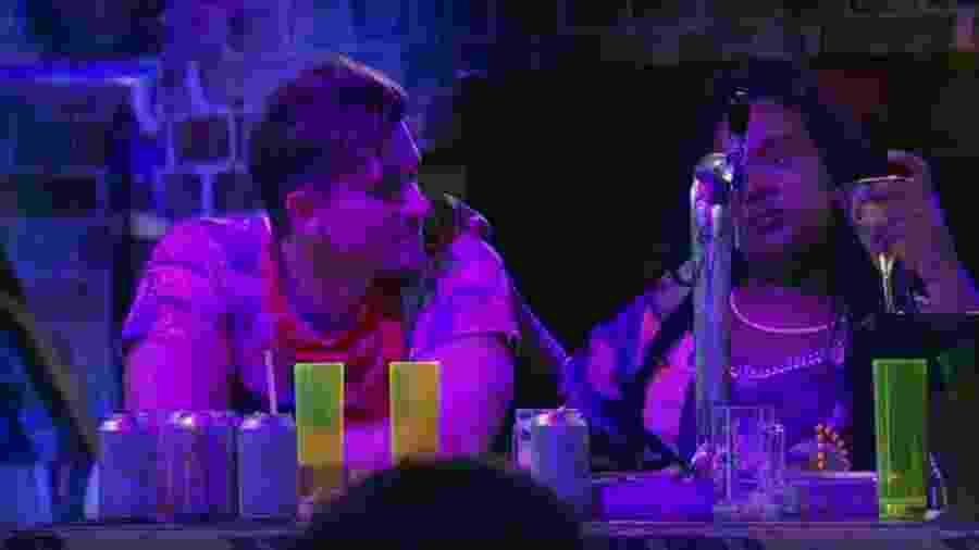 Marcos pede ajuda a Roberta para conquistar Emilly - Reprodução/TVGlobo