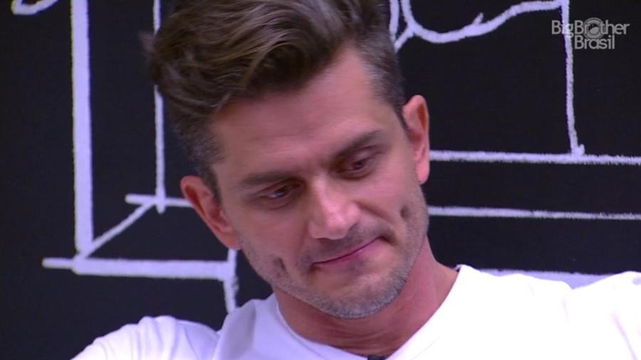Marcos: cantando vitória antes do tempo - Reprodução/TV Globo