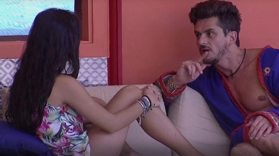 """Marcos sugere a Emilly o fim do relacionamento: """"A gente está se intoxicando"""" - Reprodução/TVGlobo"""