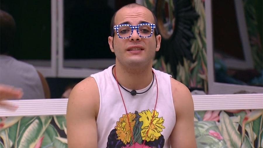 """Mahmoud no quarto tropical do """"BBB18"""" - Reprodução/GloboPlay"""