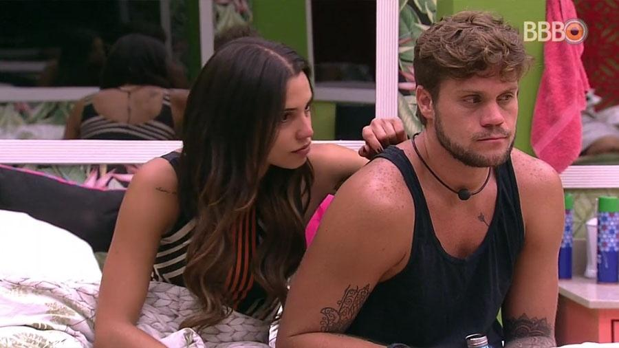 No quarto tropical, Paula e Breno comentam maquiagem de Viegas - Reprodução/GloboPlay