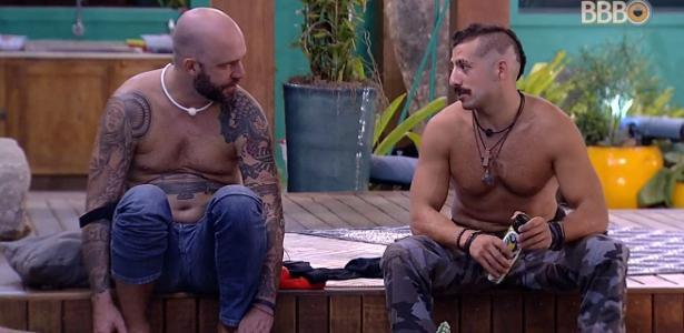 Caruso e Kaysar conversam após brincadeira