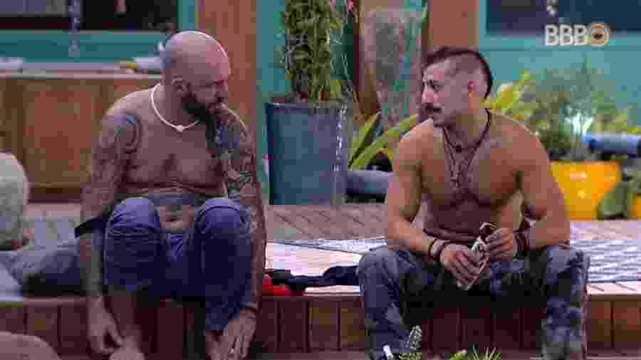 Caruso e Kaysar conversam após brincadeira - Reprodução/GlobosatPlay