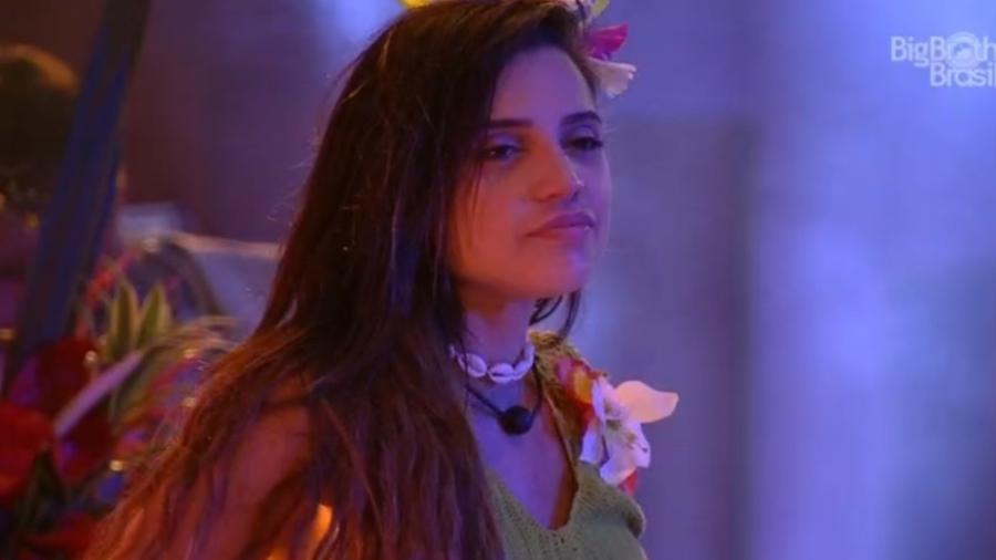 Paula fica envergonhada após beijar Breno  - Reprodução/Globoplay