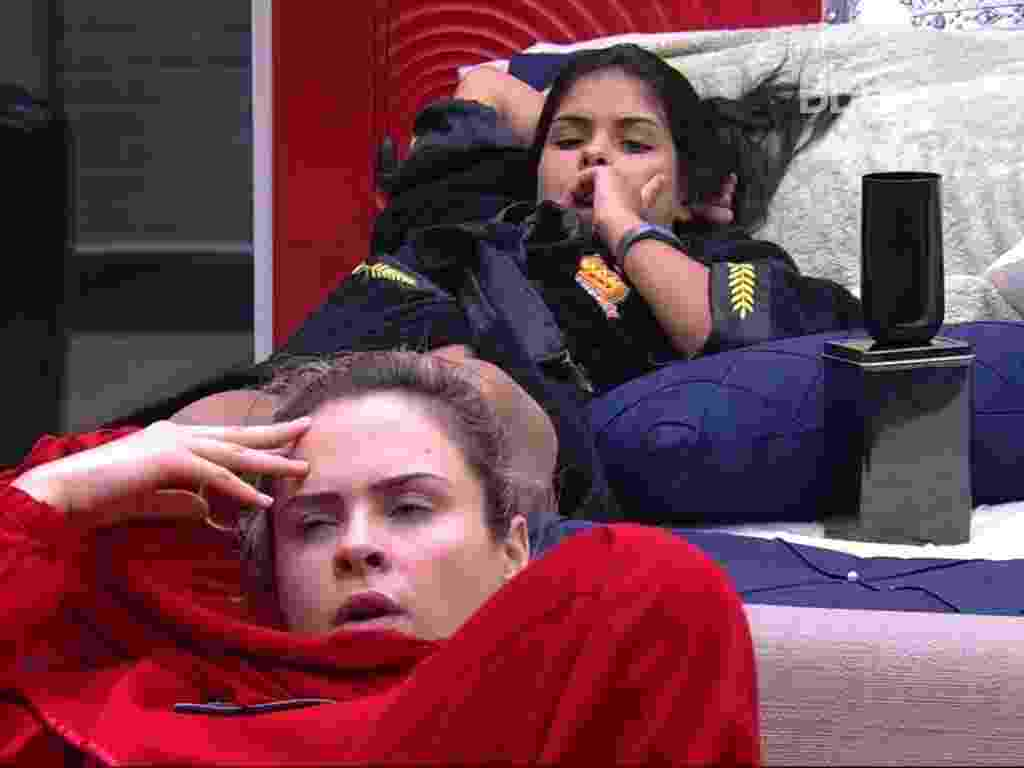14.fev.2016 - Munik conta para Maria Claudia, Ana paula e Geralda que desconfia que Matheus tenha fofocado sobre planos de voto delas para Renan - Reprodução/TV Globo