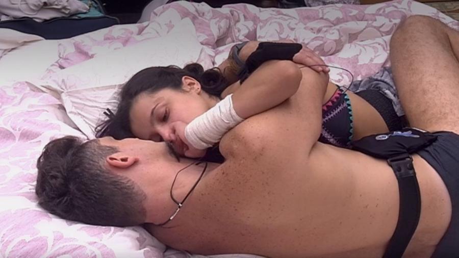 Emilly chora com Marcos - Reprodução/TV Globo