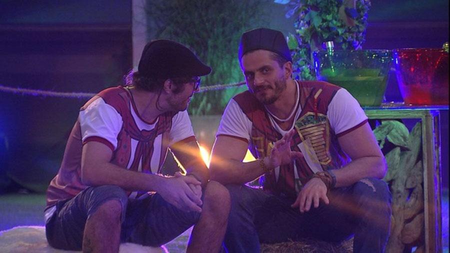 Marcos especula sobre antipatia entre Emilly e Vivian - Reprodução/TVGlobo