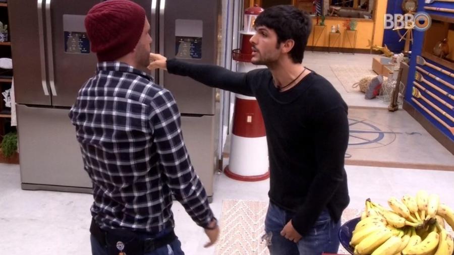 Lucas e Caruso discutem após jogo da discórdia - Reprodução/Globoplay