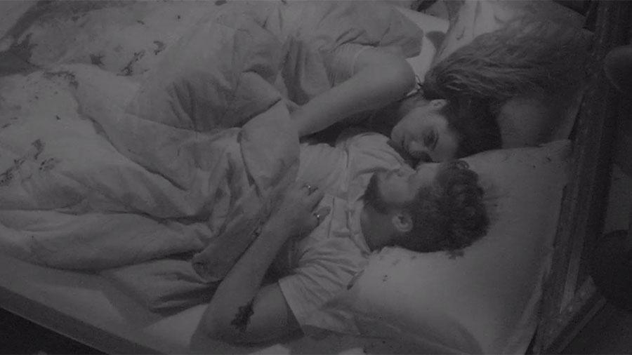 Paula e Breno conversam sobre jogo da discórdia antes de dormir - Reprodução/GloboPlay