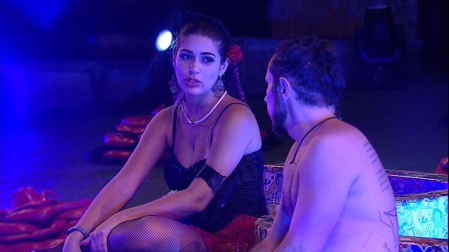 Vivian quer evitar confronto com Emilly - Reprodução/TVGlobo