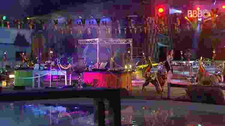 """Ana Clara dança sozinha na festa """"Reggae"""" - Reprodução/GlobosatPlay - Reprodução/GlobosatPlay"""