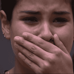 """3.abr.2016 - Munik se emociona ao ver mensagem surpresa da família no """"BBB16"""" - undefined"""