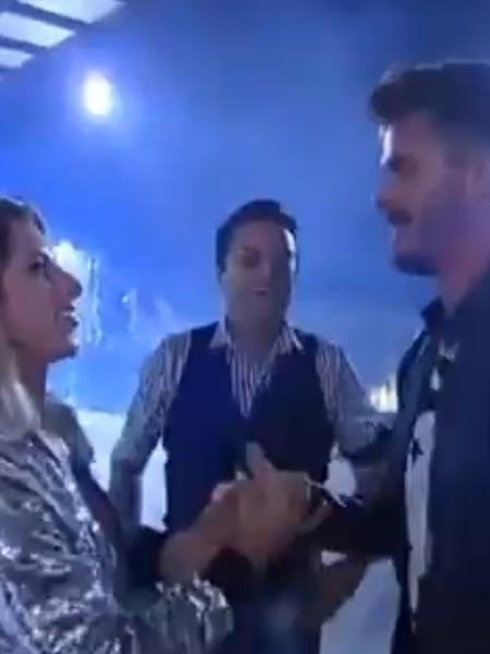 Ana Paula Minerato e Marcos se reencontraram em festa com ex-peões - Reprodução/R7