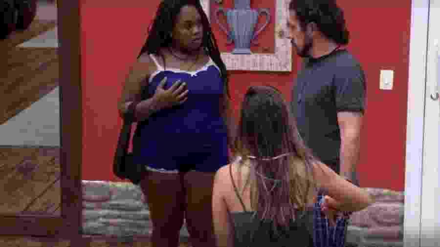 Rômulo conta para Roberta e Vivian quem é verdadeiro líder - Reprodução/TVGlobo
