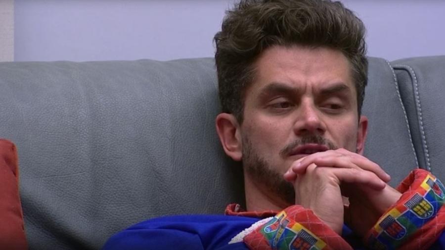 Marcos tenta se entender com Emilly depois de noite turbulenta - Reprodução/TVGlobo