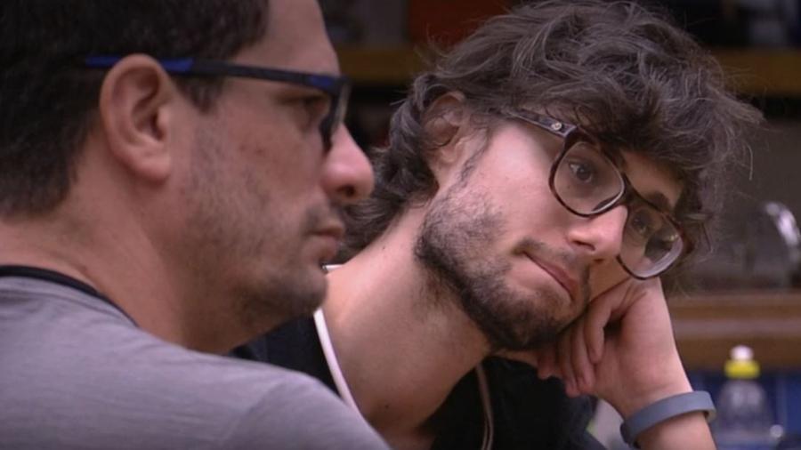 Pedro conversa na cozinha - Reprodução/TV Globo